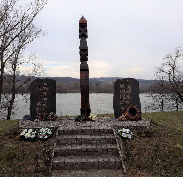 A II. világháborúban elesett hősök emlékére állíttatta Dunaradvány község