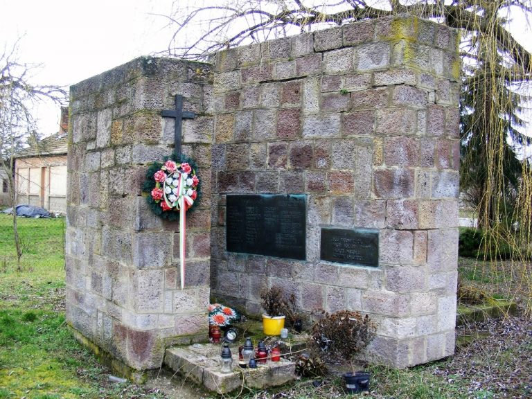 Az I.és II. világháborúban elesettek és az elhurcoltak emlékére