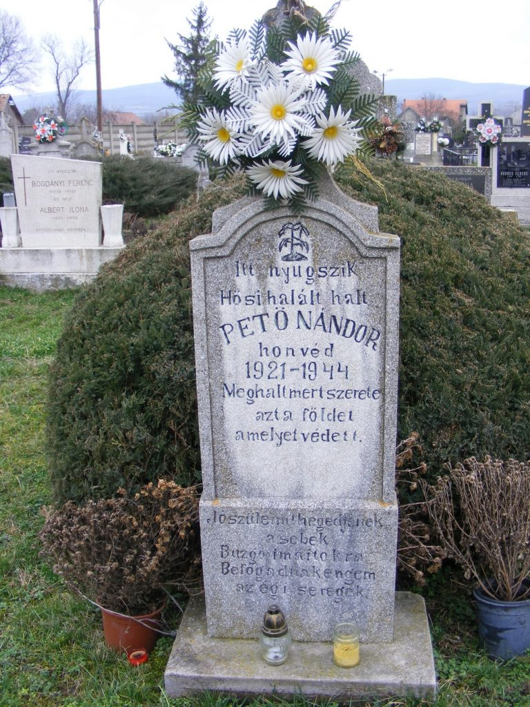 Pető Nándor sírja az ipolyszalkai temetőben