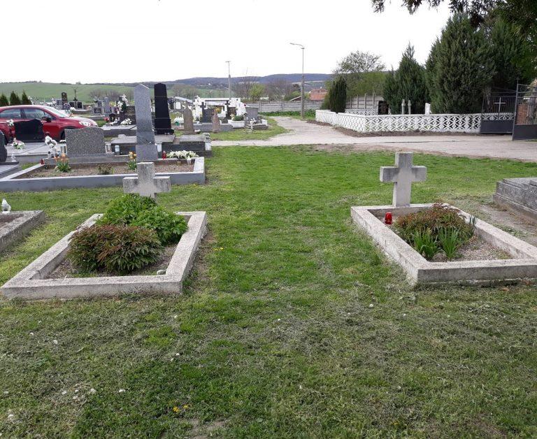 Két Lengyel menekült katona sírja a szalkai temetőben, akik magyar ruhában harcolva haltak hősi halált.