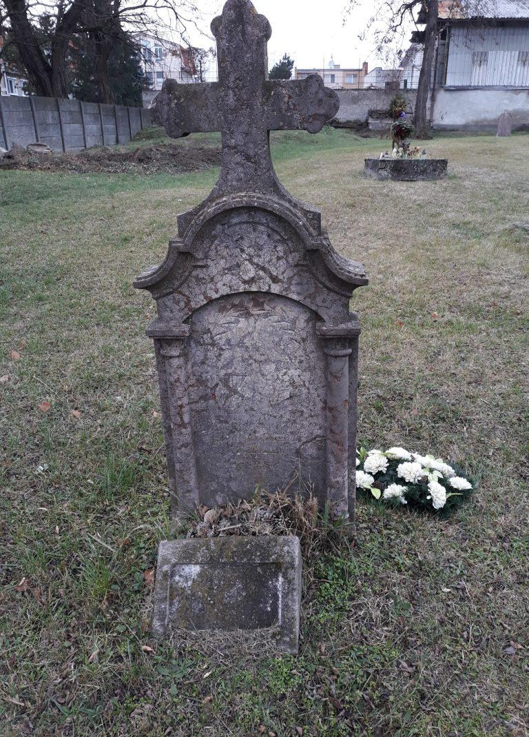Hordósi Pál áthelyezett sírköve.